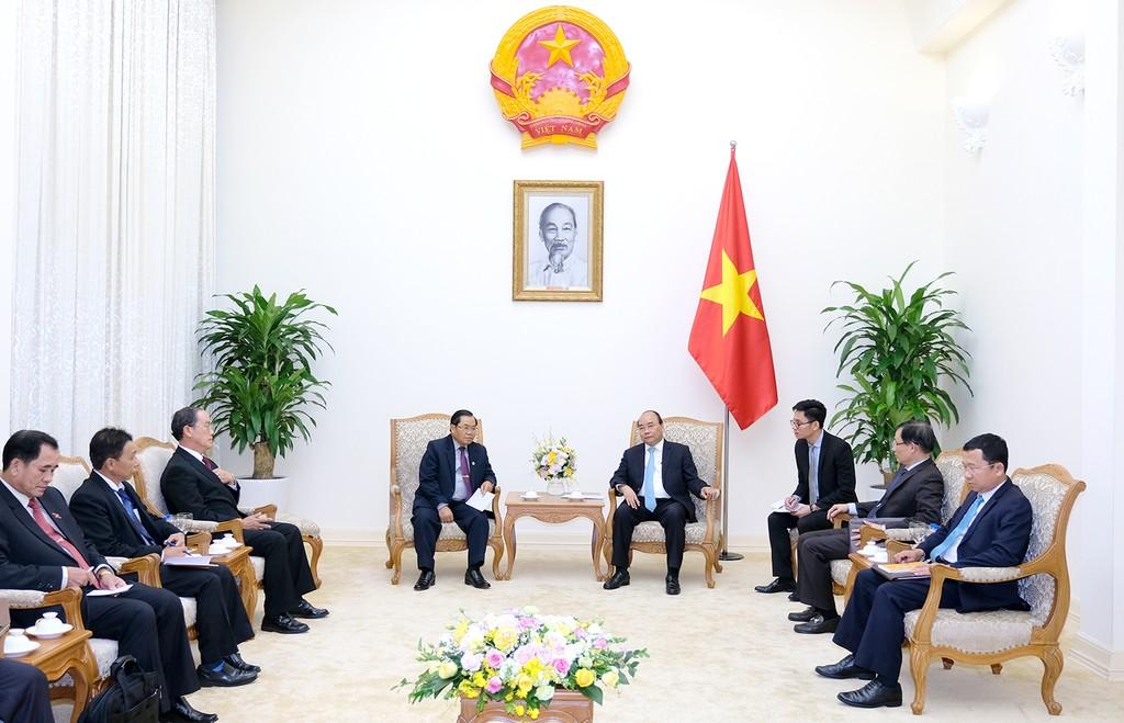 Thủ tướng Nguyễn Xuân Phúc tiếp Phó Chủ tịch Quốc hội Lào. Ảnh: VGP