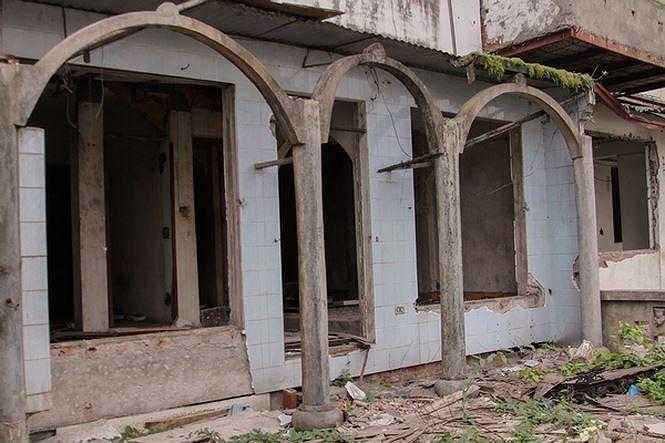 Cưỡng chế khu chung cư hoang tàn trên 'đất vàng' Thủ đô - ảnh 1