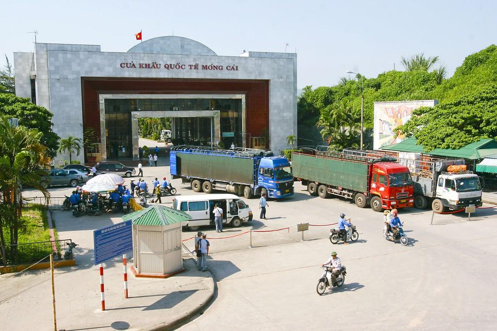 Khi hàng hóa Trung Quốc không bán được cho Mỹ có khả năng sẽ bán sang Việt Nam và nhiều nước khác. Ảnh: Tường Lâm