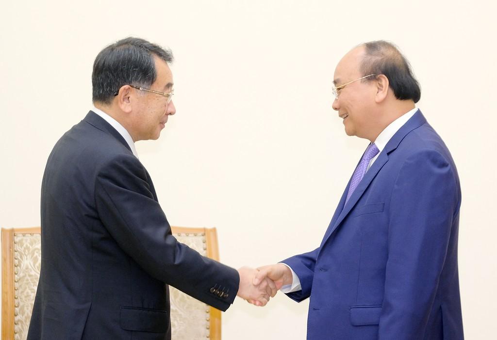 Thủ tướng Nguyễn Xuân Phúc tiếp Chủ tịch Liên minh Nghị sĩ Hữu nghị Nhật Bản-Mekong Ryu Shionoya. Ảnh: VGP