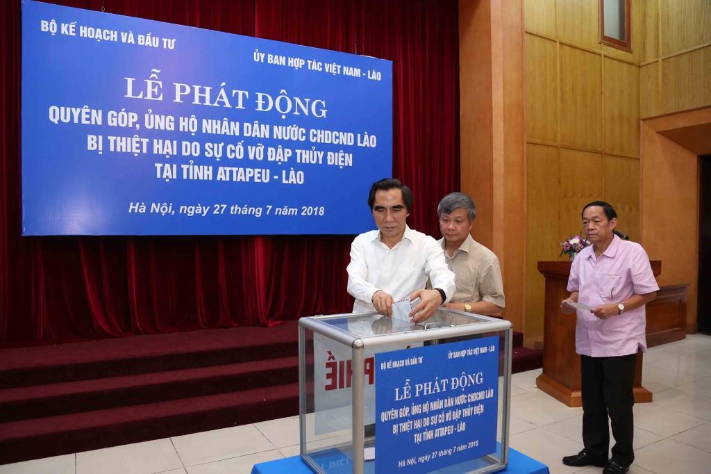 Bộ KH&ĐT quyên góp 21.000 USD ủng hộ nhân dân Lào - ảnh 1