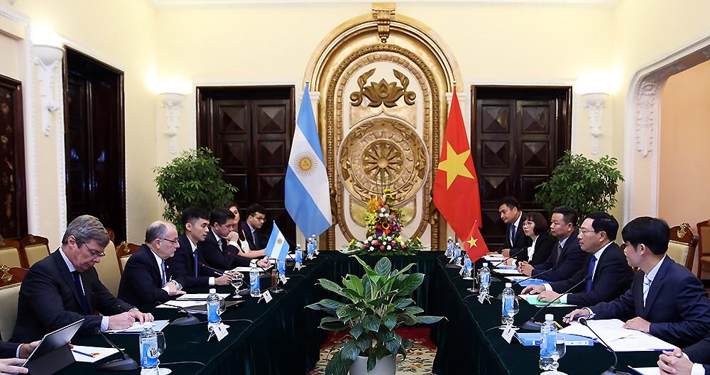 Phó Thủ tướng Phạm Bình Minh hội đàm với Bộ trưởng Ngoại giao Argentina - ảnh 1