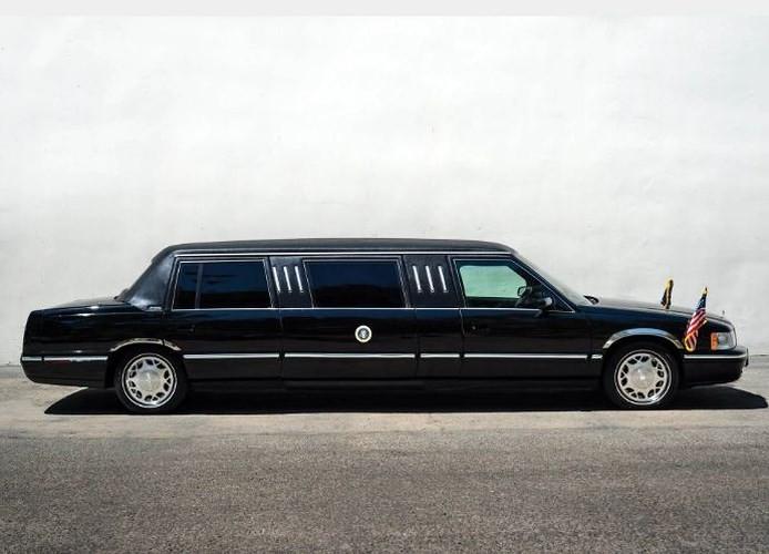 """Đấu giá """"hàng nhái"""" Cadillac One của Tổng thống chỉ từ 232 triệu đồng - ảnh 1"""
