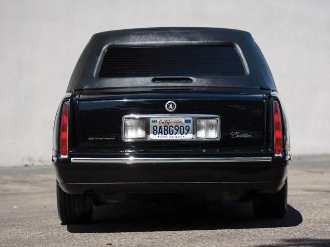 """Đấu giá """"hàng nhái"""" Cadillac One của Tổng thống chỉ từ 232 triệu đồng - ảnh 3"""