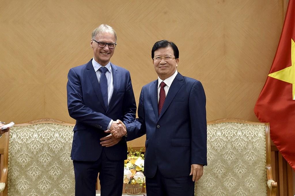 Phó Thủ tướng Trịnh Đình Dũng tiếp ông Michael Dorner, Giám đốc phụ trách các dự án quốc tế của Ngân hàng Tiết kiệm nhà ở Schwäbisch Hall. Ảnh: VGP
