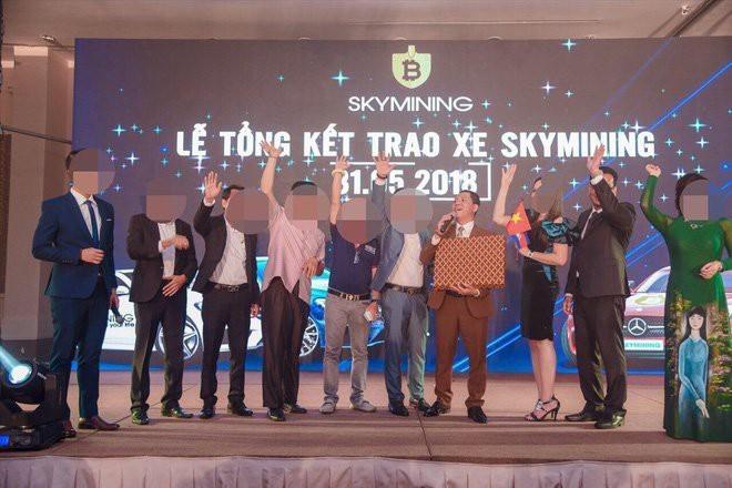 Dàn siêu xe và những đêm 'tiệc tùng xa xỉ' của ông chủ tiền ảo Sky Mining - ảnh 4