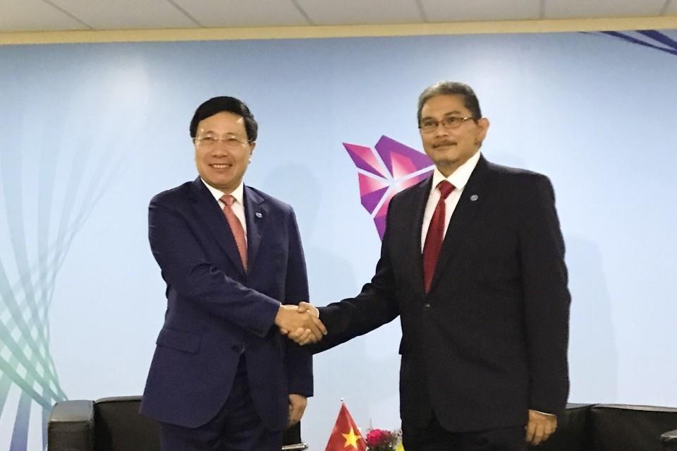 Phó Thủ tướng tiếp xúc song phương bên lề Hội nghị Bộ trưởng Ngoại giao ASEAN - ảnh 1
