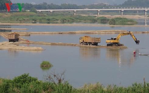 Các dự án khai thác đá, cát, sỏi làm vật liệu xây dựng trên địa bàn tỉnh Quảng Ngãi phải đấu giá quyền khai thác khoáng sản.
