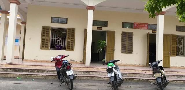 Nhiều người dân đã đến trụ sở xã Đặng Cương trình báo việc gửi tiền bà H. và có nguy cơ không đòi được.