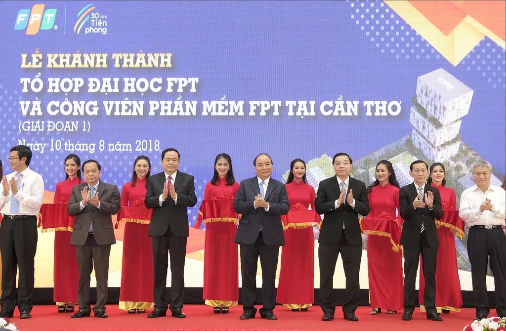 Thủ tướng cắt băng khánh thành tổ hợp Đại học FPT và Công viên Phần mềm Đại học FPT tại Cần Thơ giai đoạn 1