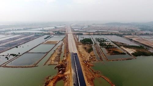 Cao tốc Hạ Long-Hải Phòng nhìn từ trên cao.