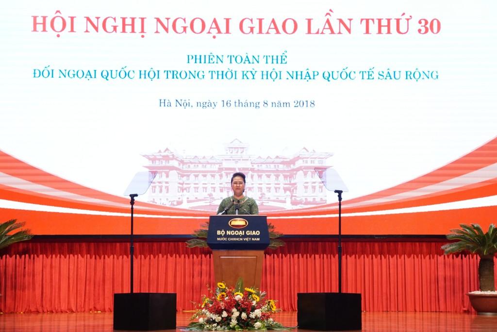 Chủ tịch Quốc hội Nguyễn Thị Kim Ngân phát biểu tại phiên họp. Ảnh: VGP