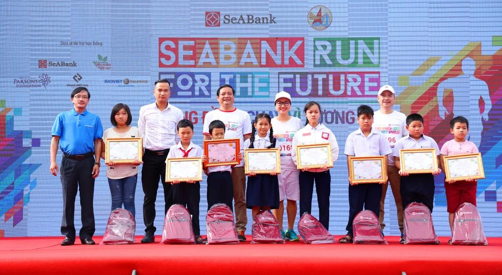 """Giải chạy """"Cộng đồng chạy vì tương lai – Seabank run for the future"""" gây quỹ học bổng cho trẻ em nghèo hiếu học - ảnh 4"""