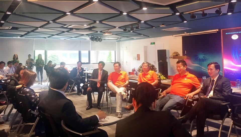 100 nhân tài gặp gỡ, trao đổi với các doanh nghiệp công nghệ hàng đầu Việt Nam - ảnh 1