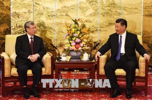 Tổng Bí thư, Chủ tịch nước Trung Quốc Tập Cận Bình tiếp thân mật đồng chí Trần Quốc Vượng. Ảnh TTXVN