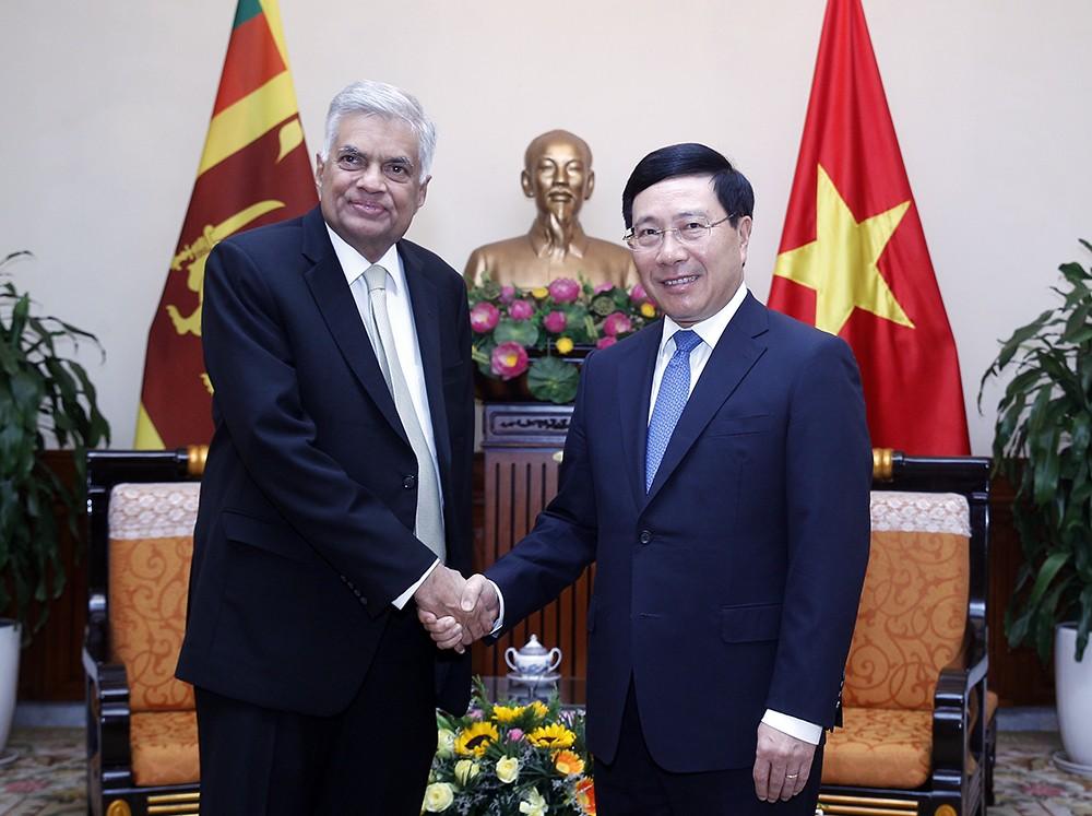 Phó Thủ tướng Phạm Bình Minh và Thủ tướng Sri Lanka Ranil Wickremesinghe - Ảnh: VGP