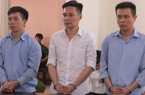 Các bị cáo Diện, Cường và Hoàng (từ trái qua) tại phiên tòa sơ thẩm.