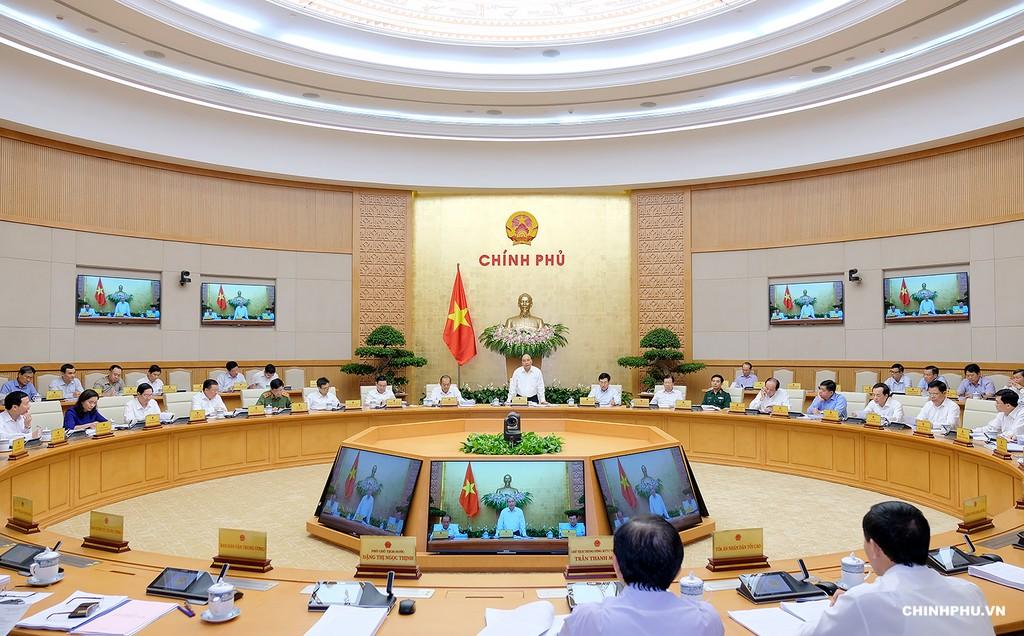 Thủ tướng Nguyễn Xuân Phúc chủ trì họp phiên thường kỳ tháng 8, bàn về tình hình kinh tế - xã hội tháng 8 và 8 tháng năm 2018. Ảnh:VGP