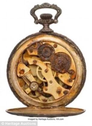 Chiếc đồng hồ tìm thấy sau vụ đắm tàu Titanic có giá 1,3 tỷ đồng - ảnh 1