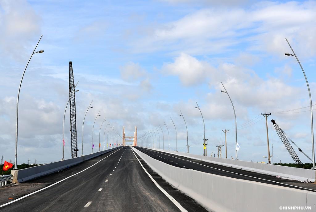 Thủ tướng cắt băng khánh thành cao tốc Hạ Long–Hải Phòng và cầu Bạch Đằng - ảnh 3