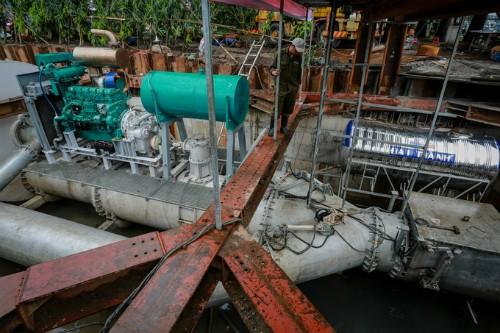 Máy bơm chống ngập cho đường Nguyễn Hữu Cảnh.