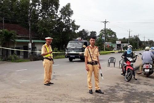 Sập cầu, một huyện ở Bình Thuận bị chia cắt - ảnh 1