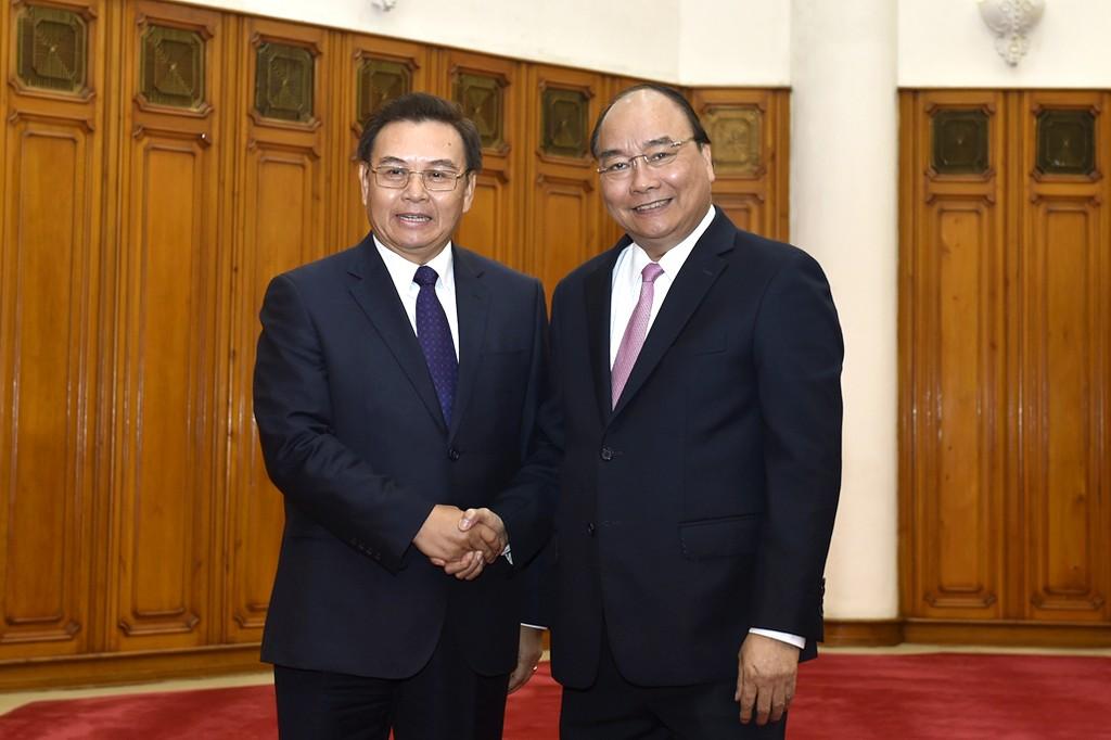 Thủ tướng Nguyễn Xuân Phúc tiếp Chủ tịch Ủy ban Trung ương Mặt trận Lào xây dựng đất nước Saysomphone Phomvihane. Ảnh: VGP