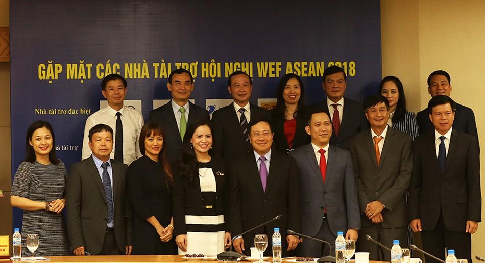 Phó Thủ tướng Phạm Bình Minh gặp mặt đại diện các doanh nghiệp tài trợ cho WEF ASEAN. Ảnh: VGP
