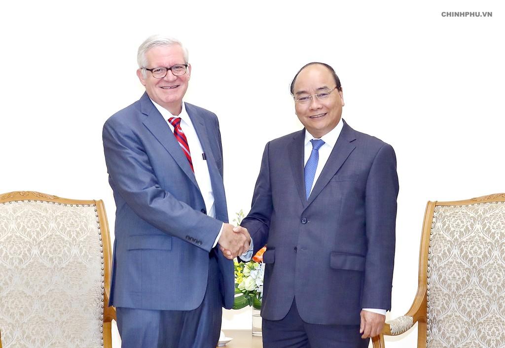 Thủ tướng Nguyễn Xuân Phúc tiếp Thứ trưởng Thương mại Hoa Kỳ, ông Gilbert Kaplan. Ảnh: VGP