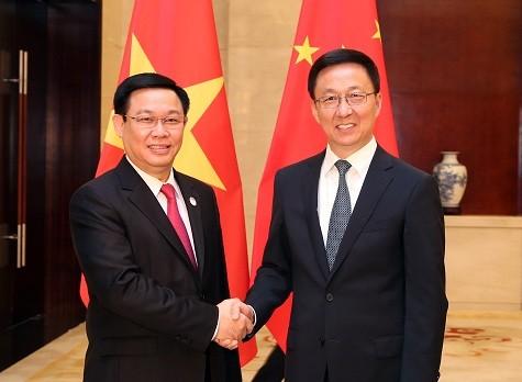 Phó Thủ tướng Vương Đình Huệ và Phó Thủ tướng Trung Quốc Hàn Chính - Ảnh: VGP