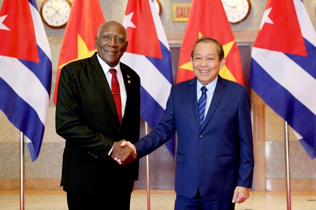Phó Thủ tướng Trương Hòa Bình và Phó Chủ tịch thứ nhất Hội đồng Nhà nước và Hội đồng Bộ trưởng Cuba Salvador Valdés Mesa. Ảnh: Lê Sơn