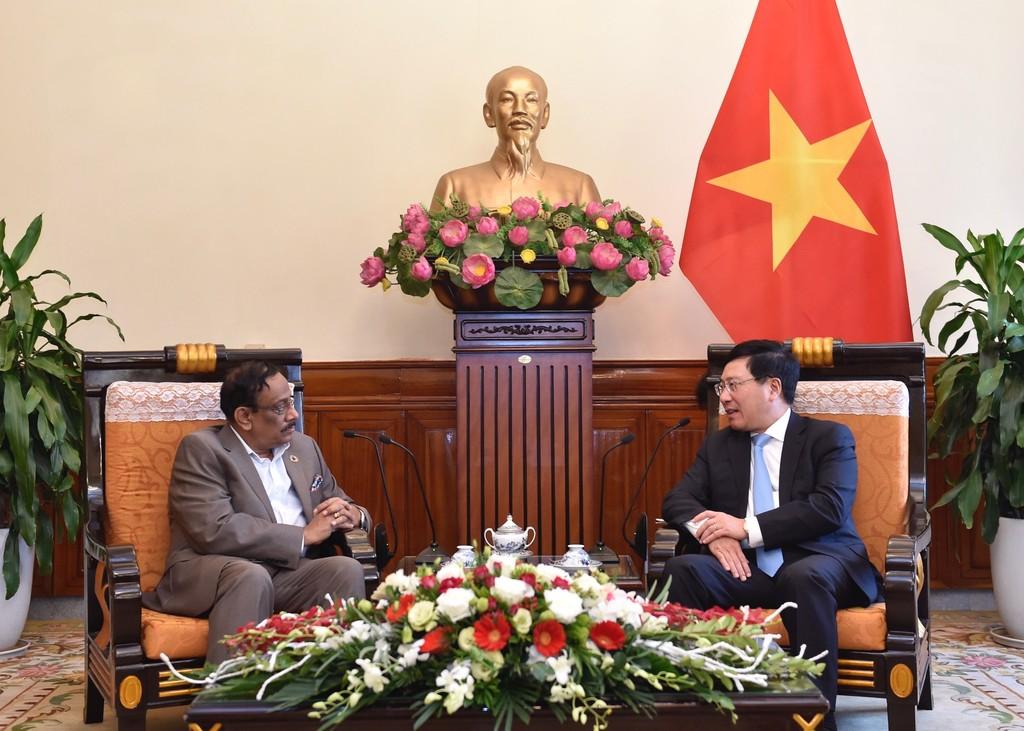 Phó Thủ tướng Phạm Bình Minh tiếp Thứ trưởng Ngoại giao Bangladesh Md. Shahidul Haque. Ảnh: VGP