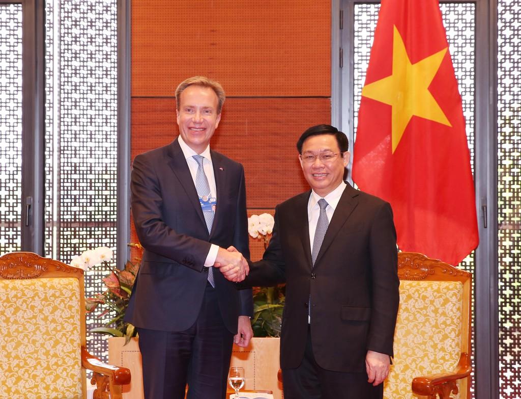 Phó Thủ tướng Vương Đình Huệ tiếp Chủ tịch điều hành WEF Borge Brende. Ảnh: VGP