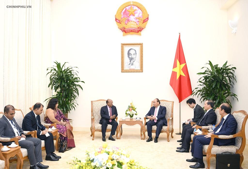 Thủ tướng Nguyễn Xuân Phúc tiếp Bộ trưởng Thương mại Bangladesh - ảnh 1