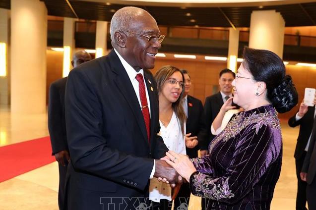 Chủ tịch Quốc hội Nguyễn Thị Kim Ngân tiếp đồng chí Salvador Valdés Mesa, Ủy viên Bộ Chính trị Đảng Cộng sản Cuba, Phó Chủ tịch thứ nhất Hội đồng Nhà nước và Hội đồng Bộ trưởng Cuba. Ảnh: TTXVN