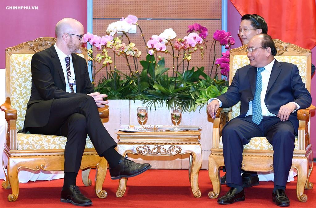 Thủ tướng Nguyễn Xuân Phúc tiếp Phó Chủ tịch về Chính sách công tại khu vực châu Á-Thái Bình Dương của Facebook, ông Simon Milner. Ảnh: VGP