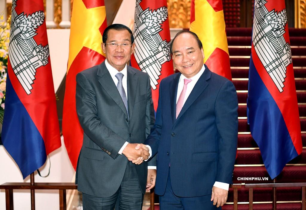 Thủ tướng Nguyễn Xuân Phúc tiếp Thủ tướng Lào, Campuchia bên lề WEF ASEAN - ảnh 1