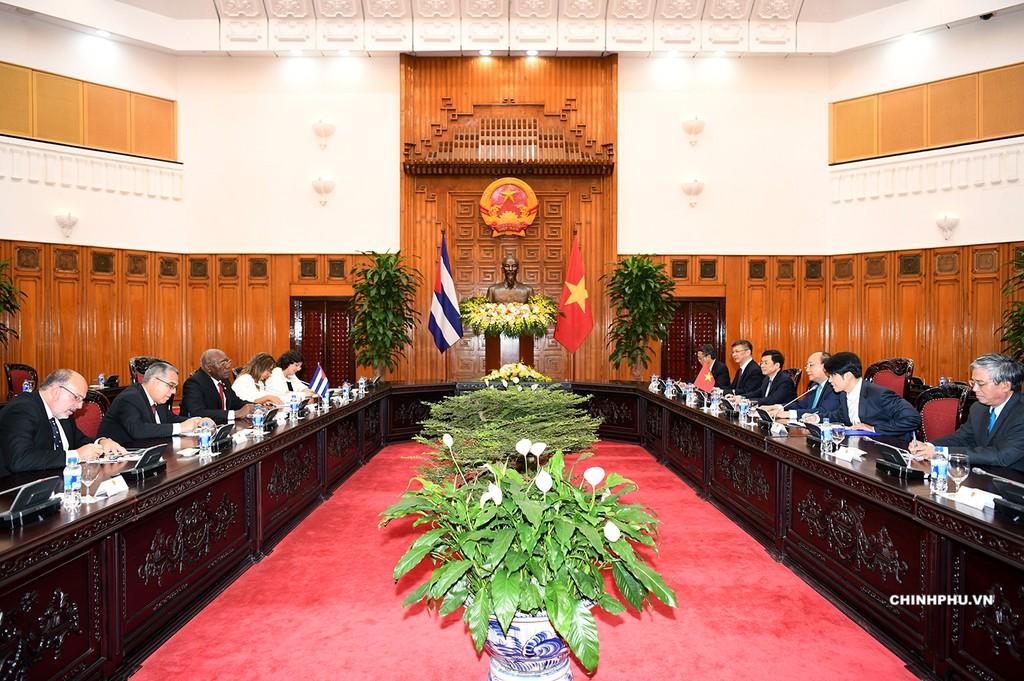 Thủ tướng tiếp Phó Chủ tịch thứ nhất Hội đồng Nhà nước và Hội đồng Bộ trưởng Cuba - ảnh 1