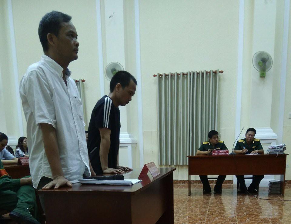 Bị cáo Bình và bị cáo Sơn tại tòa.