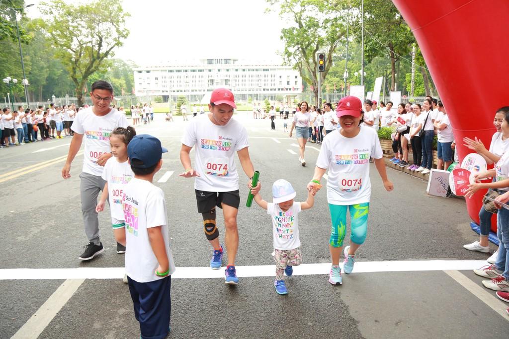 """Gần 3 tỷ đồng cho trẻ em nghèo hiếu học từ giải chạy cộng đồng """"SeABank Run For The Future"""" - ảnh 3"""