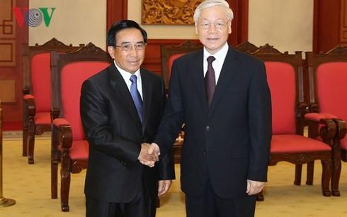 Tổng Bí thư Nguyễn Phú Trọng và đồng chí Phankham Viphavanh, Phó Chủ tịch nước Cộng hòa Dân chủ Nhân dân Lào. Ảnh: VOV