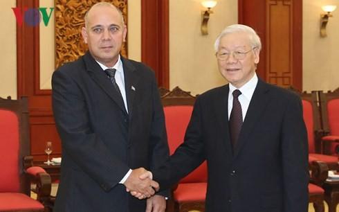 Tổng Bí thư Nguyễn Phú Trọng và đồng chí Roberto Morales Ojeda