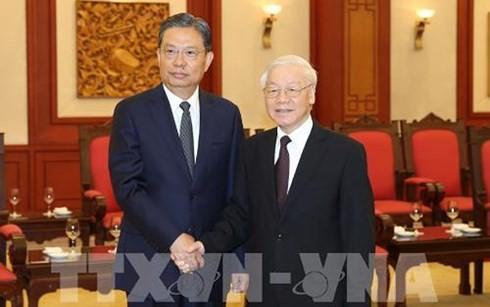 Tổng Bí thư Nguyễn Phú Trọng và đồng chí Triệu Lạc Tế, Ủy viên Thường vụ Bộ Chính trị, Bí thư Ủy ban Kiểm tra Kỷ luật Trung ương Đảng Cộng sản Trung Quốc