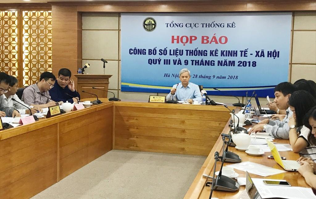 Tổng cục trưởng Tổng cục Thống kê Nguyễn Bích Lâm công bố số liệu thống kê kinh tế -  xã hội quý III và 9 tháng năm 2018. Ảnh: Trần Tuyết