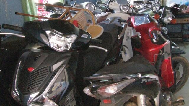 TP Huế: Hàng trăm xe cầm cố ở các tiệm cầm đồ sai quy định - ảnh 2