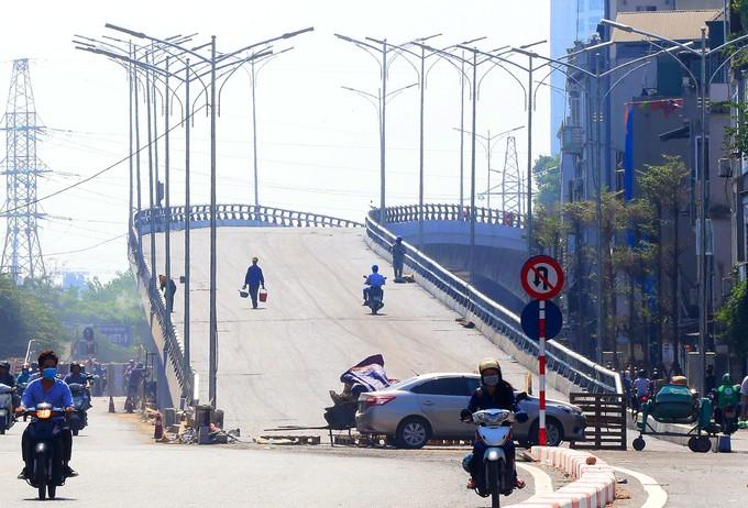 Cầu vượt hơn 300 tỷ đồng ở Hà Nội sắp thông xe - ảnh 1