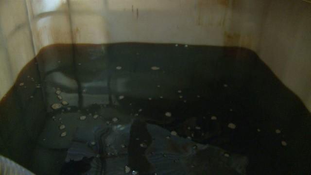 Hà Tĩnh: Triệt phá cơ sở làm dầu nhớt lậu, thu giữ hàng nghìn lít dầu - ảnh 1