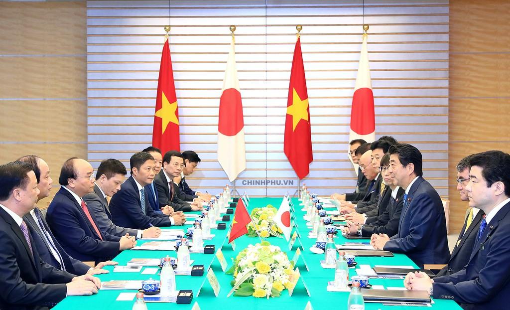 Thủ tướng Nguyễn Xuân Phúc hội đàm với Thủ tướng Nhật Bản Shinzo Abe. Ảnh: VGP