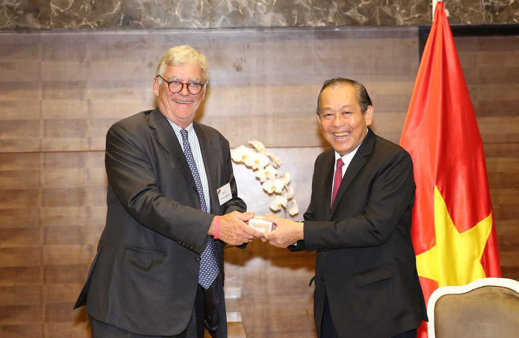 Phó Thủ tướng Trương Hòa Bình tiếp ông Hans Albrecht, Chủ tịch Tổ chức Nhịp cầu thế giới Đức. Ảnh: VGP