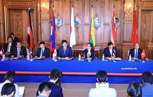Thủ tướng Nguyễn Xuân Phúc cùng lãnh đạo các nước Campuchia, Lào, Thái Lan và Cố vấn Nhà nước Myanmar tại Hội nghị Cấp cao hợp tác Mekong-Nhật Bản. Ảnh: VGP